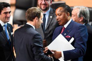 Emmanuel Macron et Denis Sassou-Nguesso à Paris, le 12 décembre 2017: «La confiance des partenaires internationaux s'émousse. Les plus réalistes ou les moins diplomates l'affirment: il ne s'agit plus de sauver un président, un homme, mais une population, un pays.»