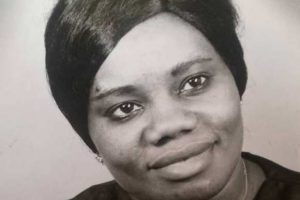 Félicité Safouesse, première speakerine africaine de Radio A.E.F. (Afrique Equatoriale Française).
