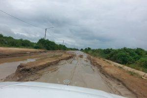 Route nationale n°2 à hauteur du village Nkô